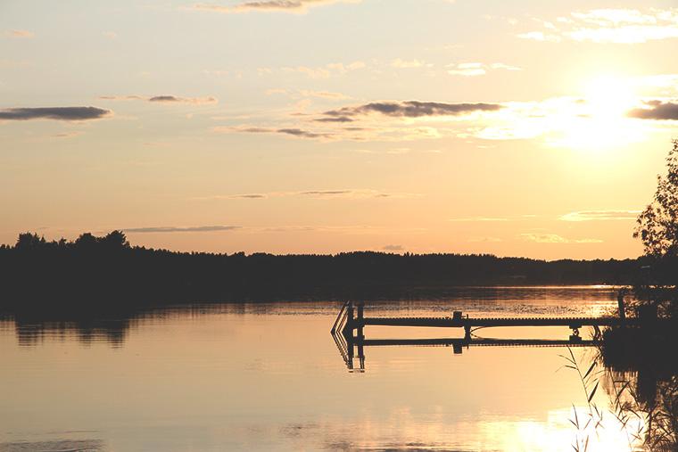 auringonlasku mokilla hunajaista finnish nature