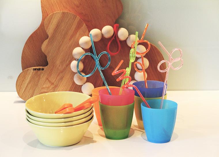 muoviastiat hunajaista lasten kattaus juhlat
