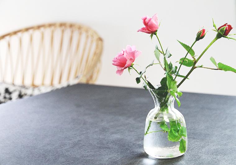 hunajaista blogi sisustus lumikenka ruusut poydalla keittio kitchen hay pieni