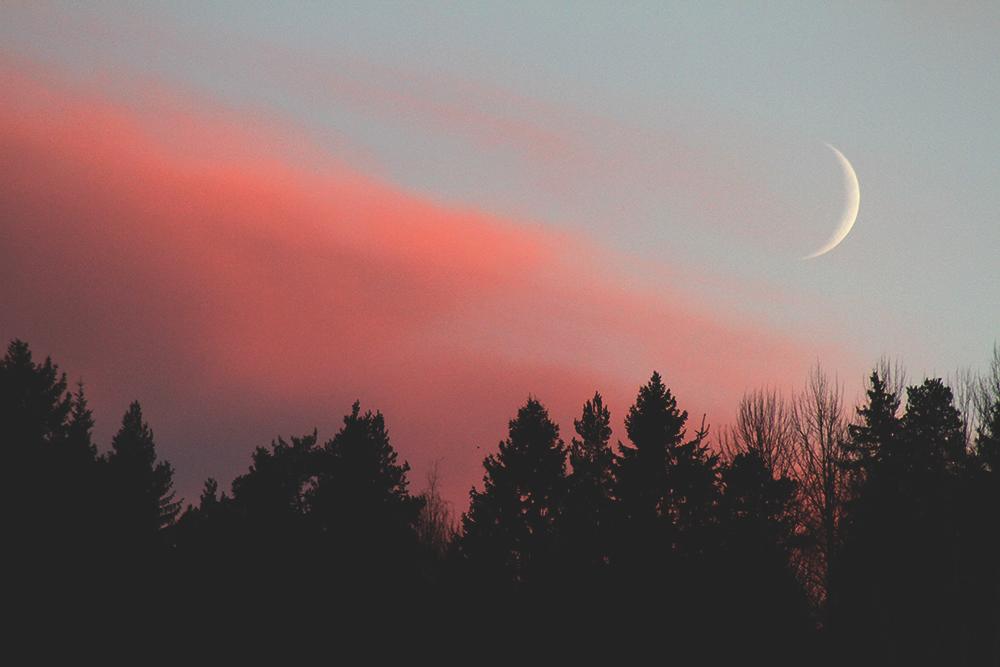 kuun sirppi auringonlasku sunset finland suomi luonto nature hunajaista