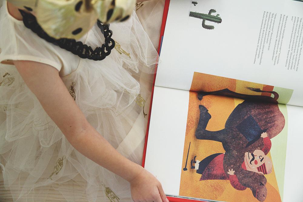 siiri lukee hunajaista lastenkirjat