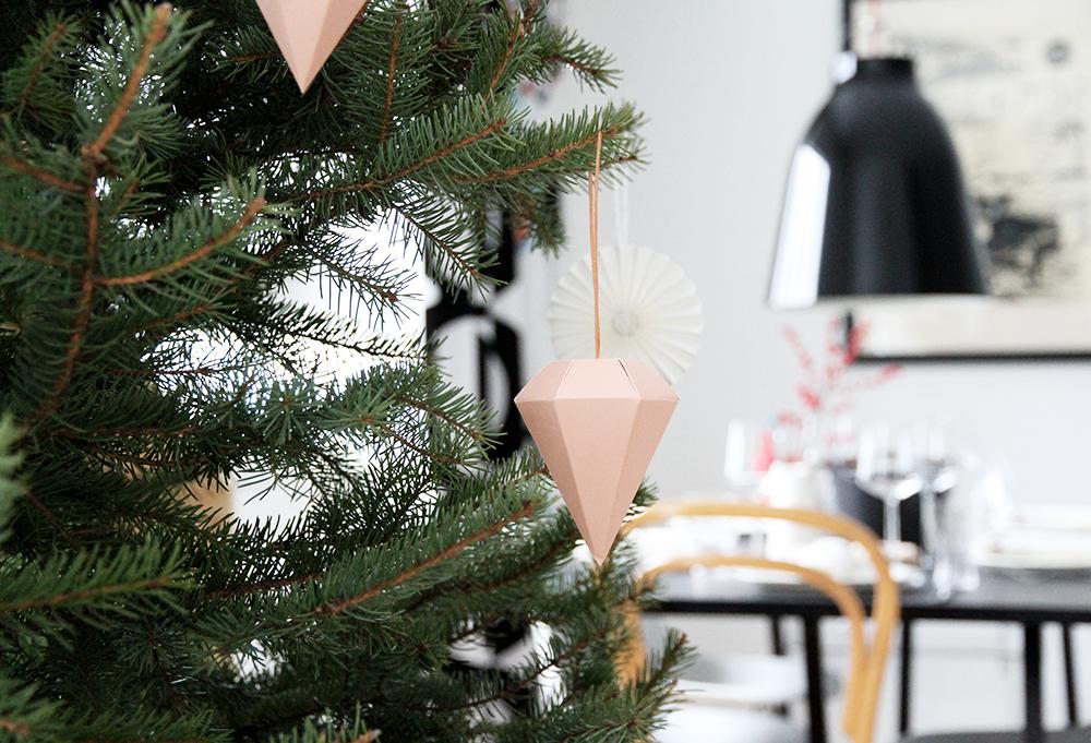hunajaista olohuone sisustusblogi ruko design bellapuoti ferm living joulu kuusenkoristeet diamond
