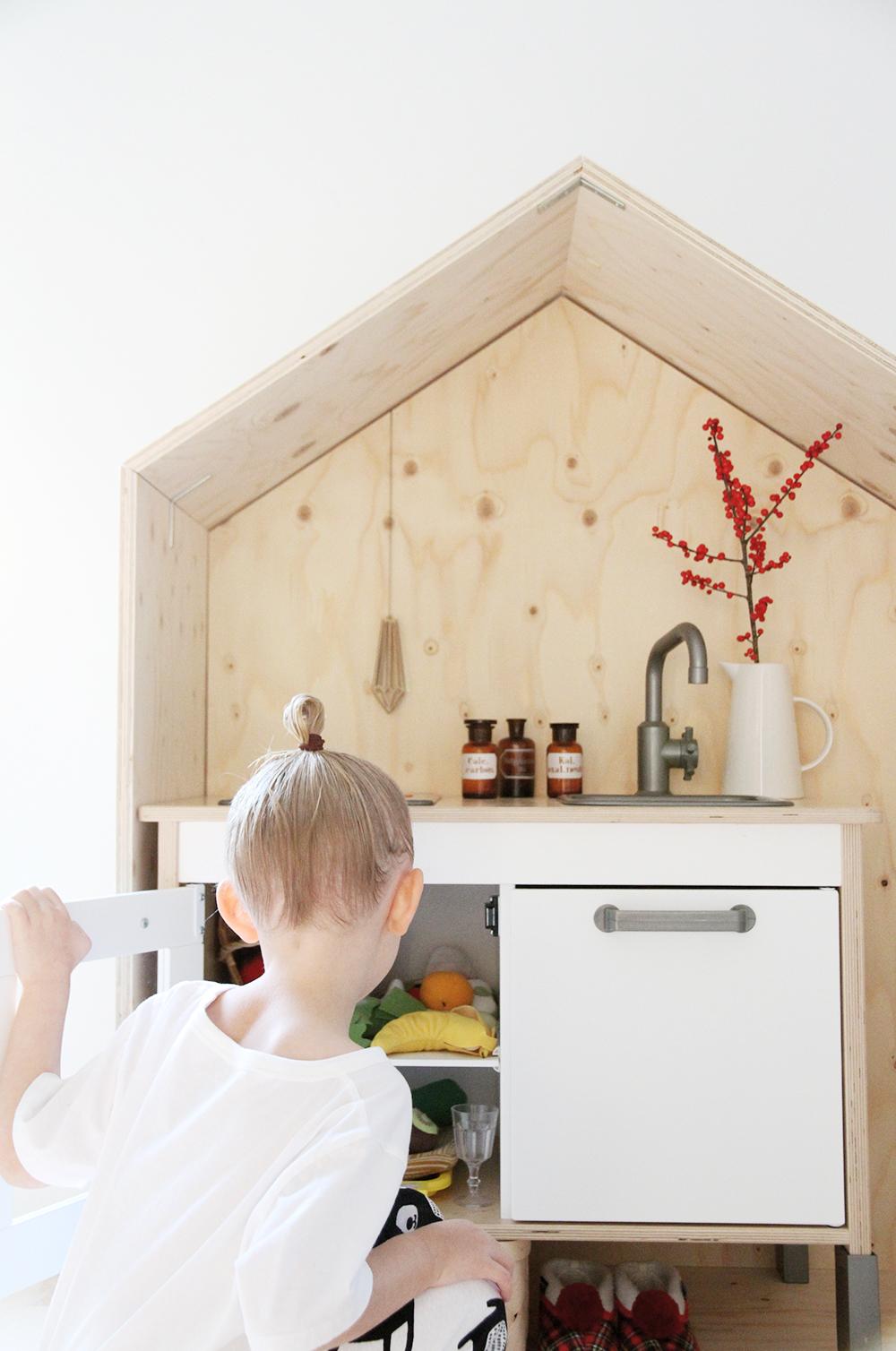 hunajaista siiri leikkii luona in lasten kalusteet leikkikeittio mokki