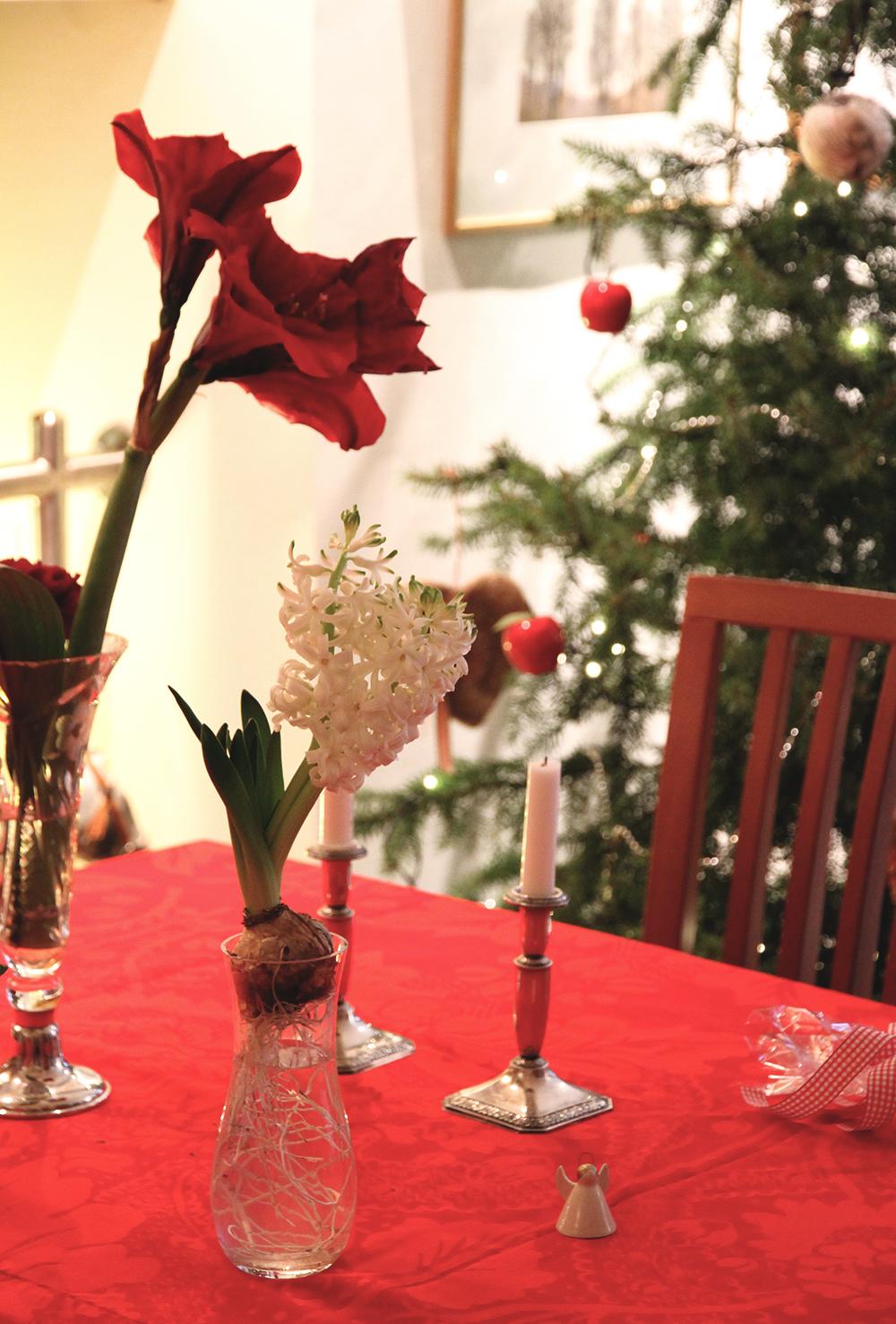 hunajaista vanhempien kotona joulu kukat marimekko