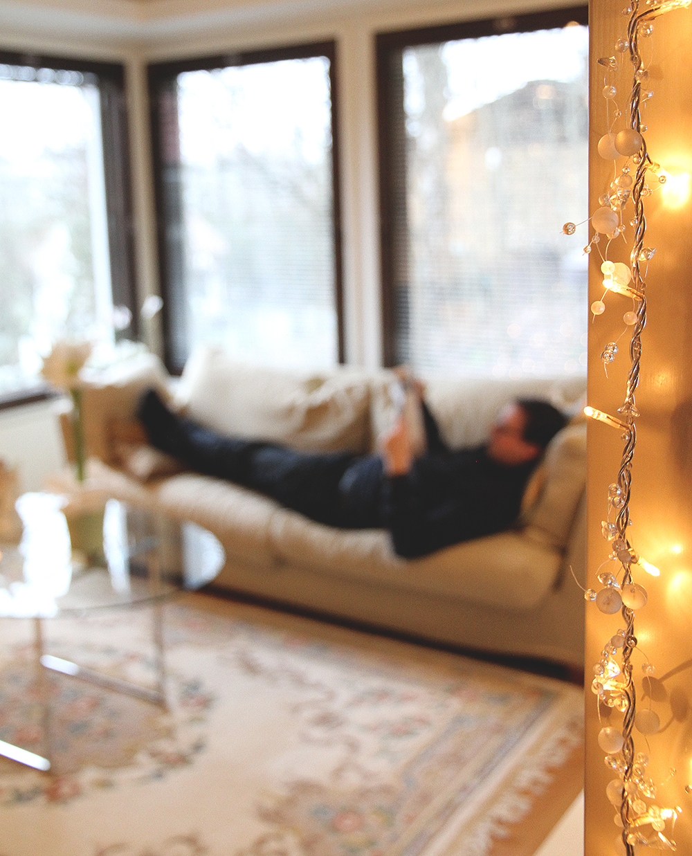 kapa sohvalla hunajaista