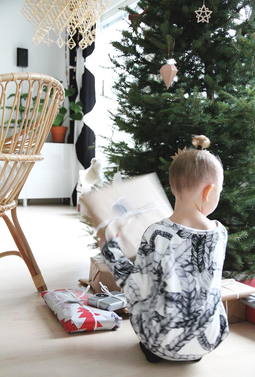 vimma sisustusblogi joulutunnelmat joulukuusi parolan rottinki himmeli vaneri koristeet