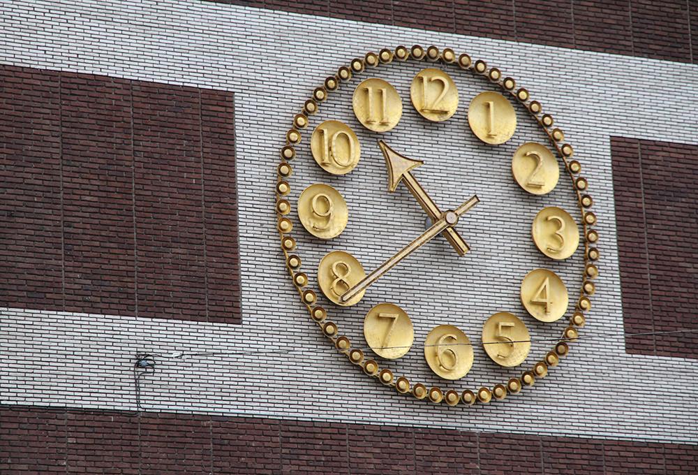 ahlens klockan kello watch visit sweden hunajaista blog