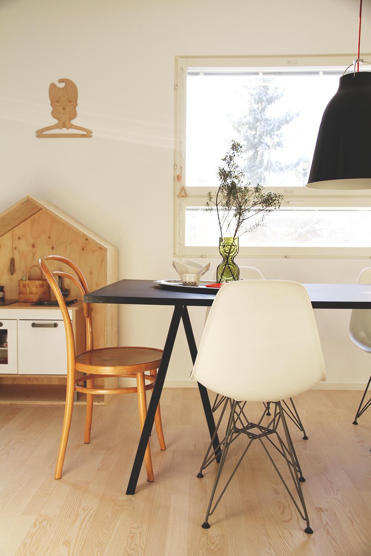 hunajaista auringonvalo tammikuussa sisustusblogi interior decoration hay vitra eames luona in