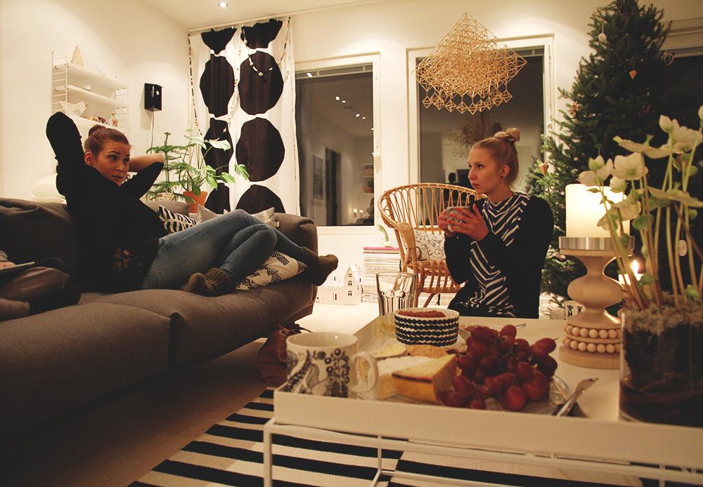 hunajaista ystavat uusivuosi 2014 lifestyle koti sisustusblogi olohuone hay ikea string joulukuusi juustotarjotin