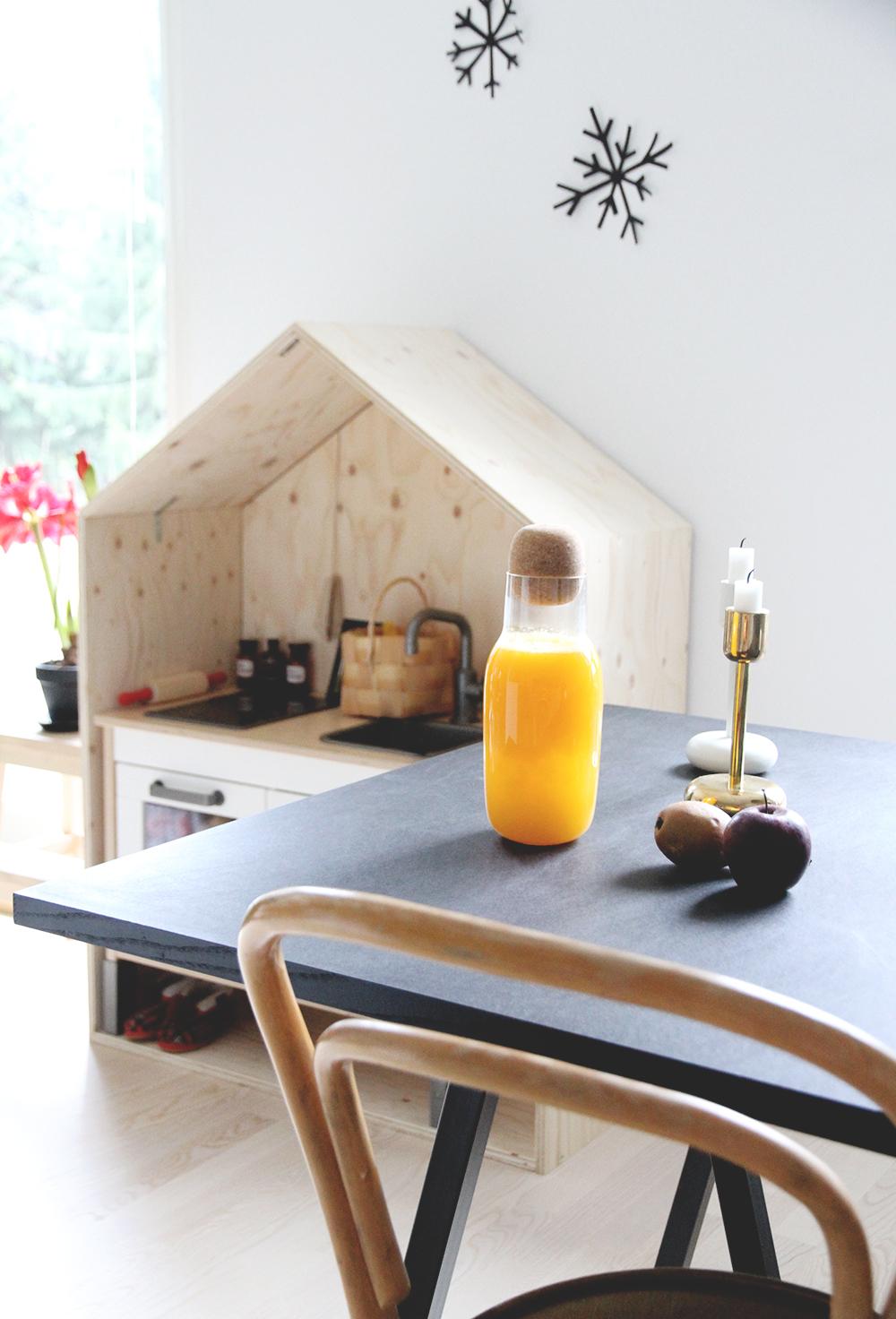 loppiainen muuto kaadin appelsiinimehu tuorepuristettu luona in luona saunat vaneri keittio hay poyta table