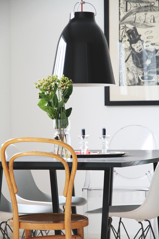 hunajaista ruokailutila hay poyta caravaggio p3 lamppu eames vitra tuolit kartell