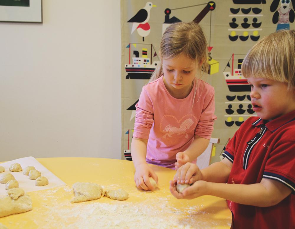 hunajaista lapset leipoo helpot laskiaspullat arla ingman yhteistyo