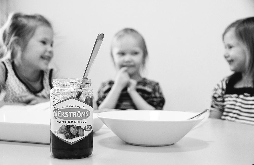 hunajaista lasten kanssa toissa leivonta laskiasipullat mansikkahillo ekstroms hillo