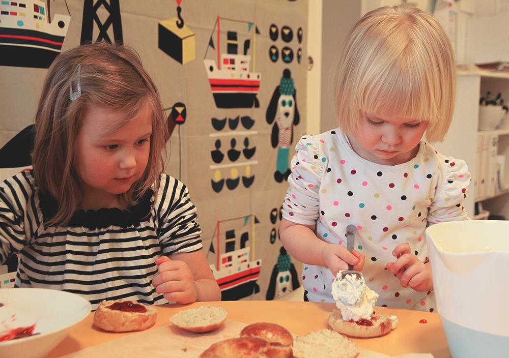 hunajaista paivakotilapset leipoo arla ingman marimekko