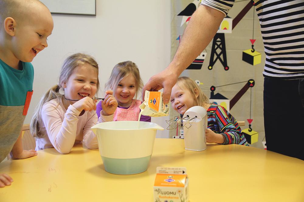 hunajaista toissa leivontaa lasten kanssa laskiaispullat arla luomukerma