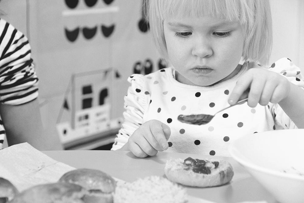 laskiaspullat helpot arla ingman paivakodin lapset leipoo jaarlin paivakodit hunajaista