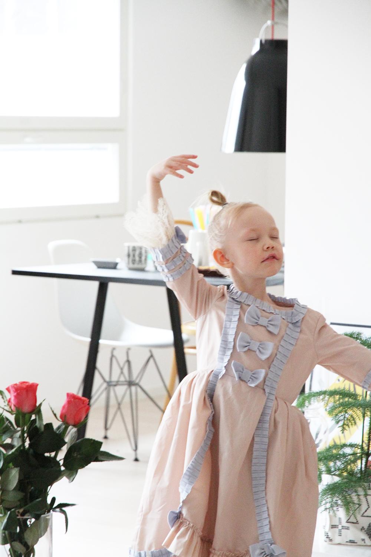 siiri tanssii balettia hunajaista
