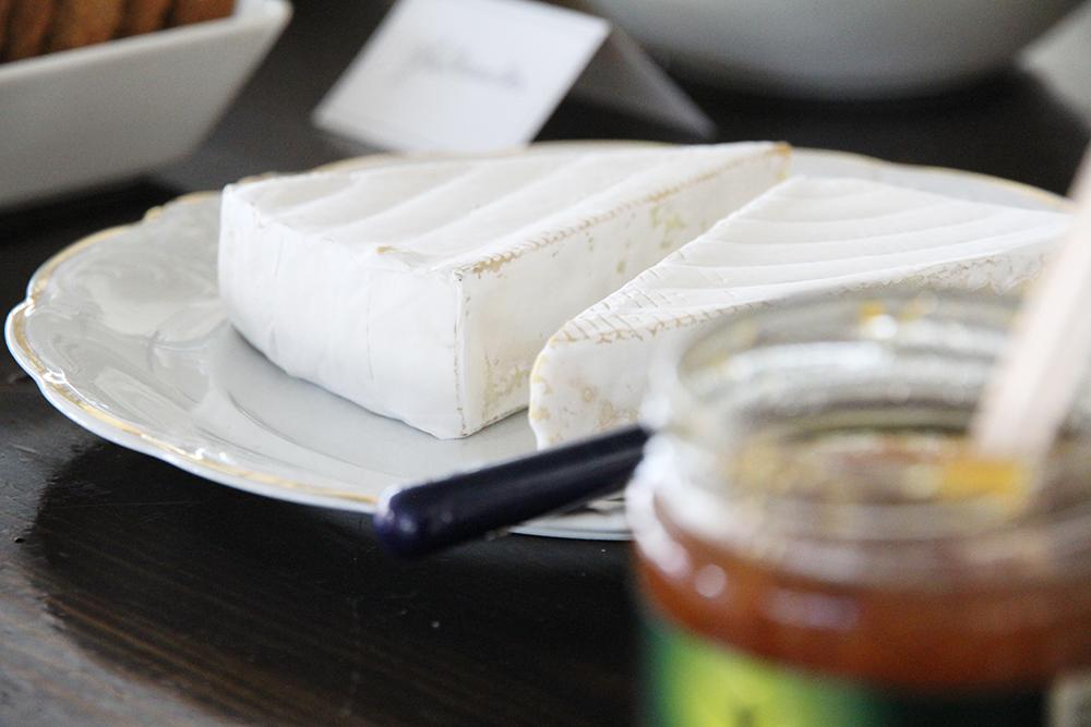 brie juusto hunajaista kanelimaa papustories juhlat tarjoilut
