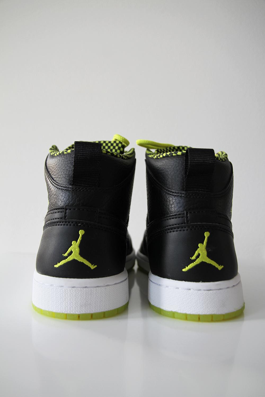 jordans sneakers hunajaista caliroots