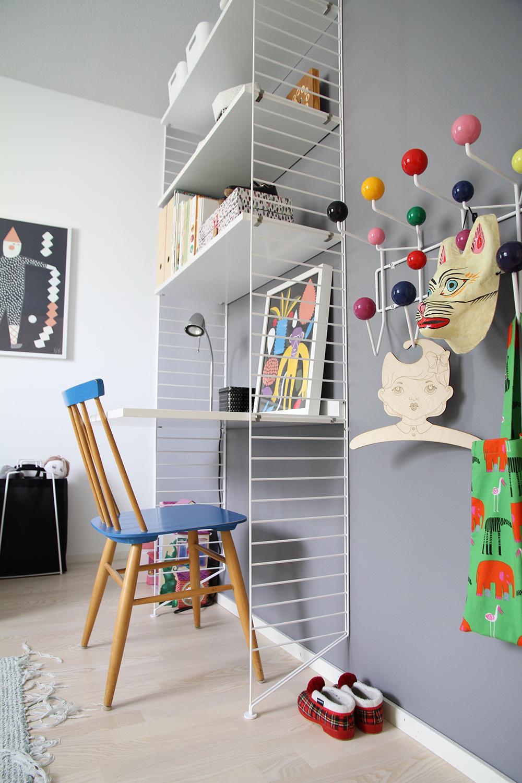 hunajaista siirin huone sisustusblogi lastenhuone string hylly vitra
