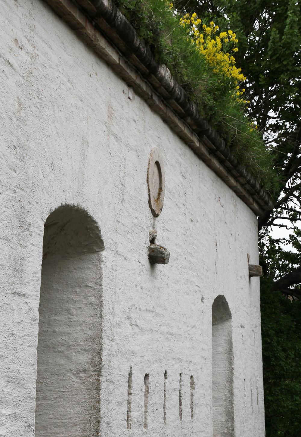 suomenlinnassa kukat katolla hunajaista