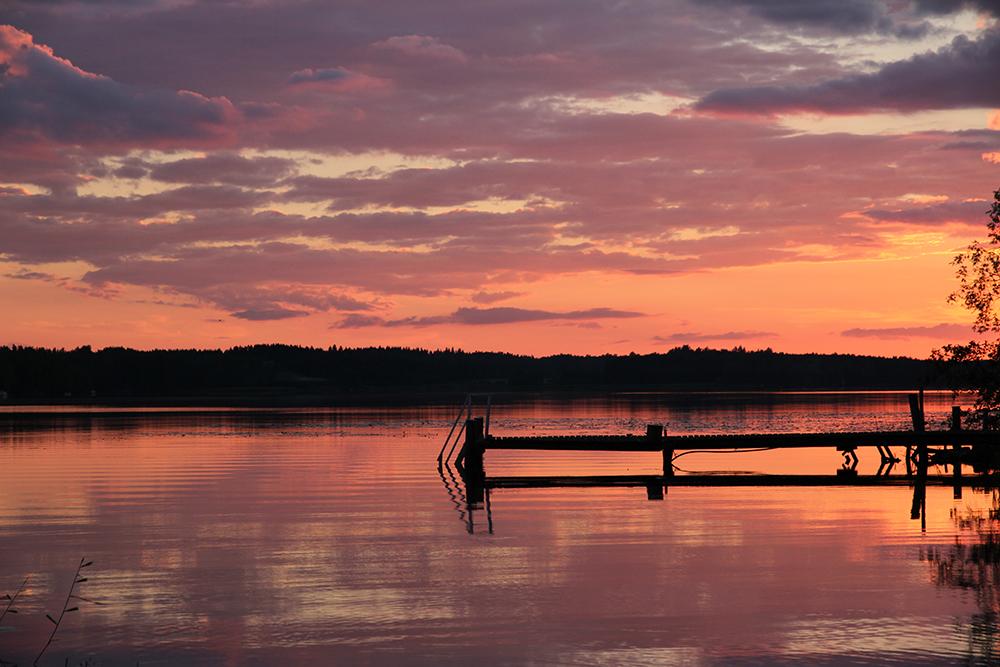 hunajaista auringonlasku luontokuvaus sunset kesamokki summer cottage