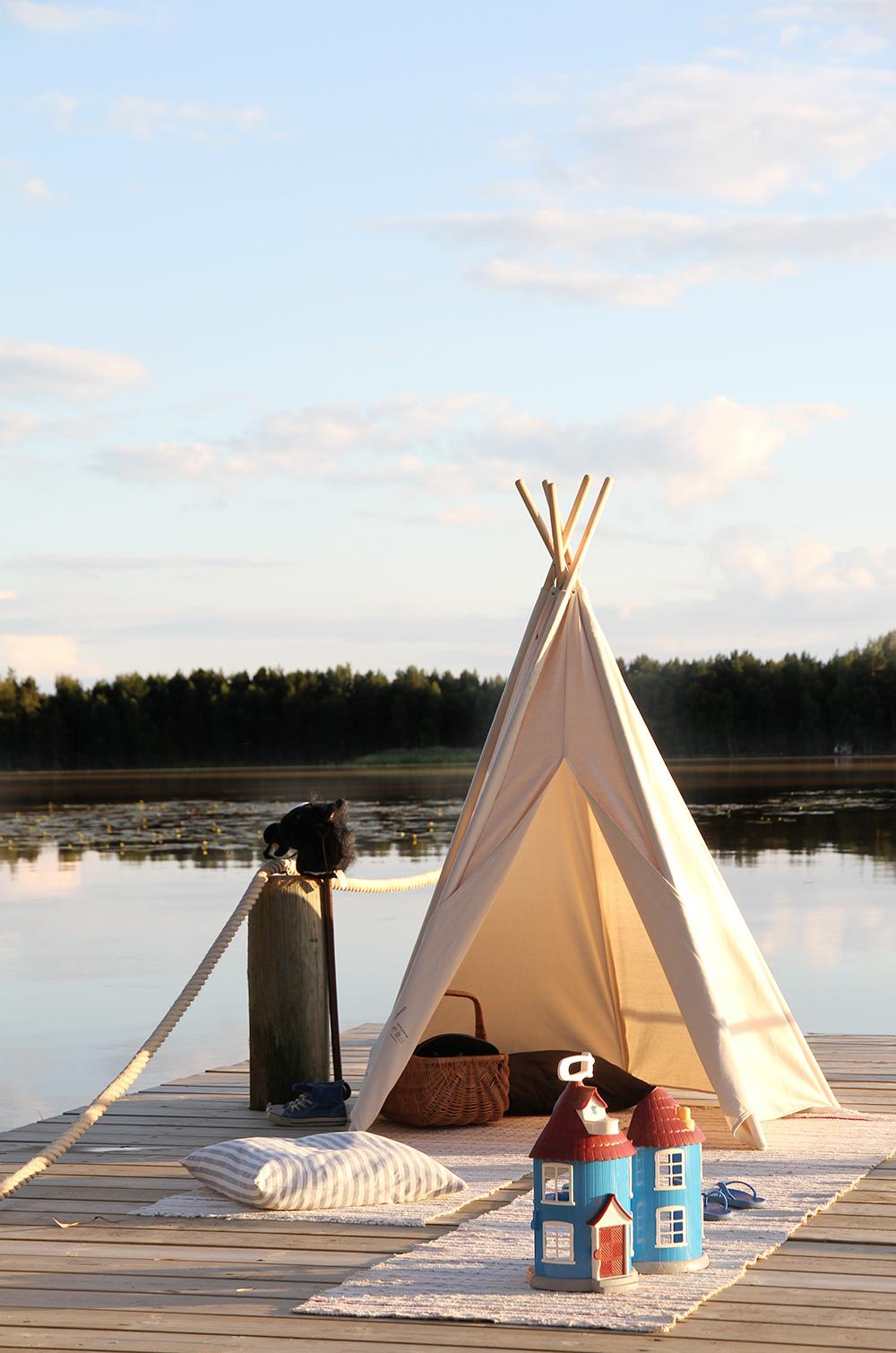 hunajaista granit teltta tiipii laituri kesamokki muumitalo