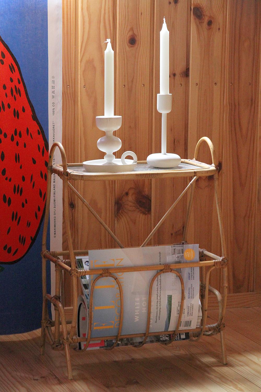 hunajaista kesamokki makuuhuone sisustus blogi marimekko mansikkavuoret rottinki