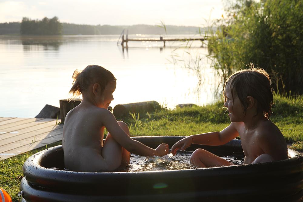hunajaista lapset altaassa lifestyle blogi