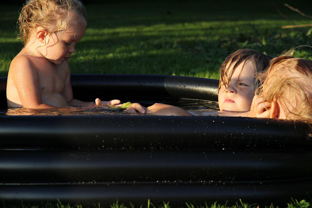 hunajaista lapset kylpee lifestyleblogi granit allas