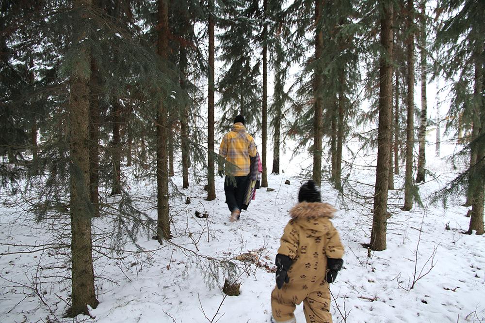 hunajaista siiri ville marimekko kuvaus metsassa