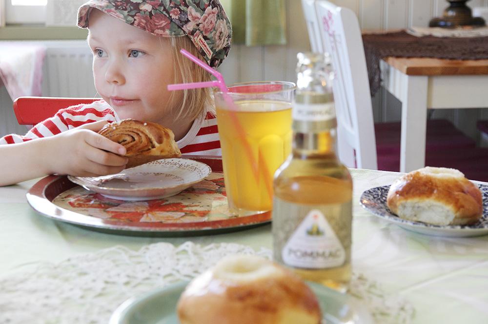 paloni hunajaista kahvilassa savonlinna