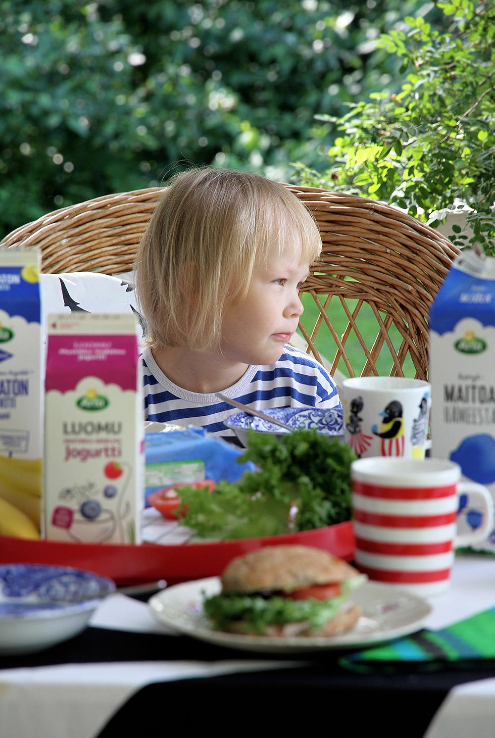 siiri marimekko arla jogurtit hunajaista aamupala aamiaiskutsu