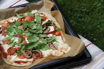pizza parmankinkku herkkusieni mozzarella hunajaista
