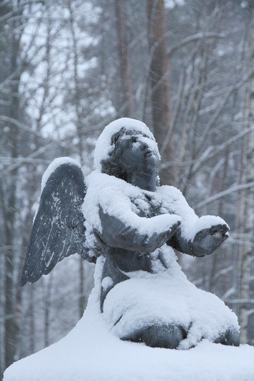 hunajaista enkeli hautausmaa
