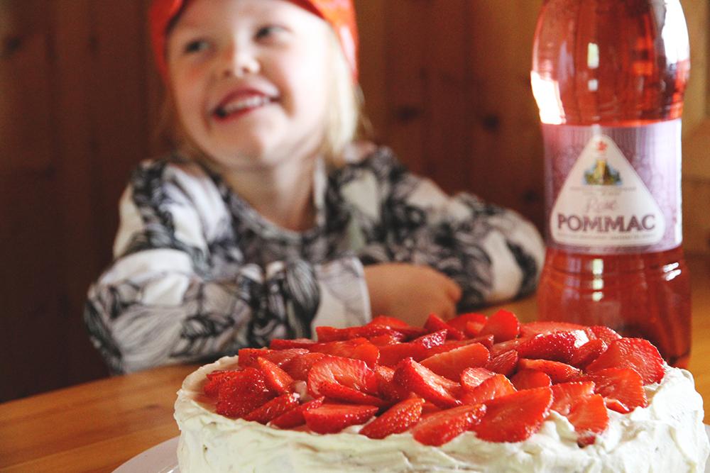 hunajaista mansikkakakku pommac rose