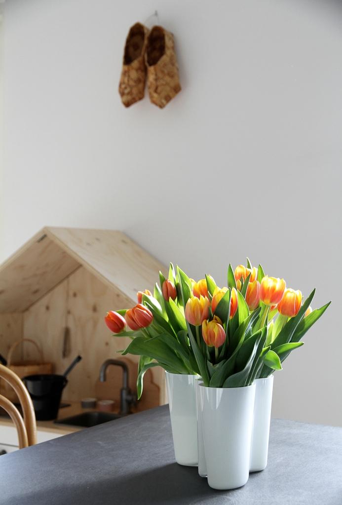 kevat tulppaanit aalto maljakko iittala hunajaista sisustus luona in