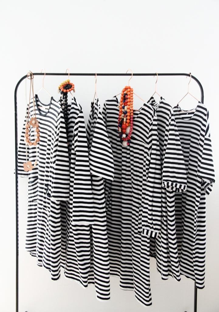 marimekko hunajaista mustavalkoinen tasaraita aarikka korut mekko tunika