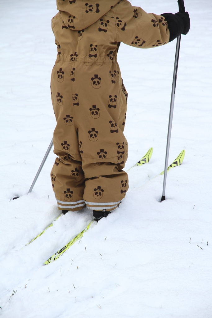 siiri hiihtaa mini rodini talvipuku toppapuku winter suit panda