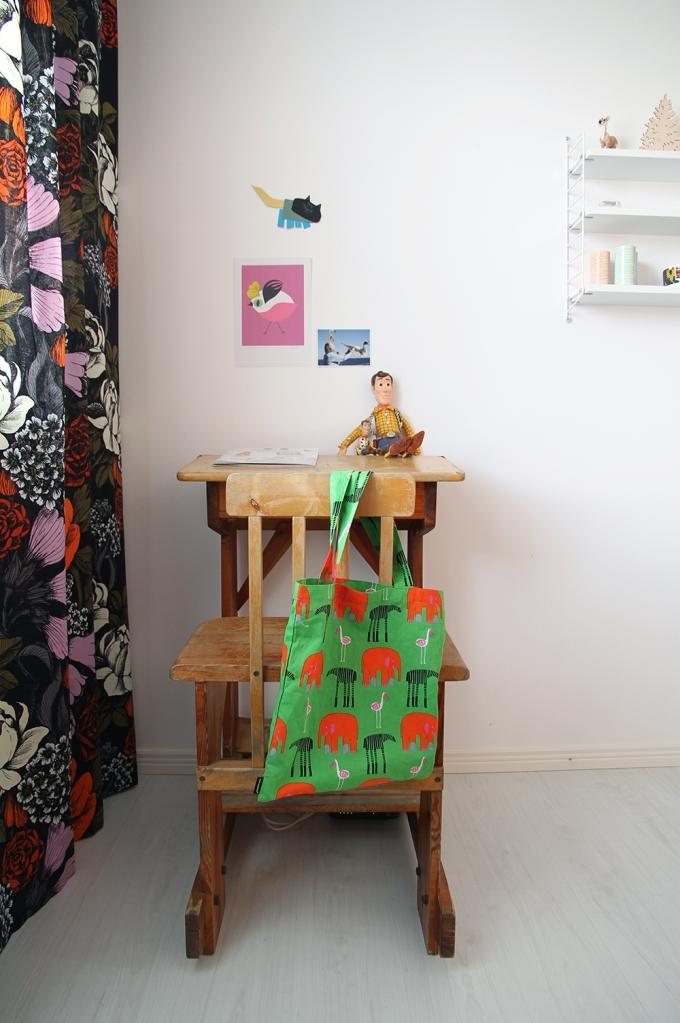 hunajaista siirin huone lastenhuone pulpetti